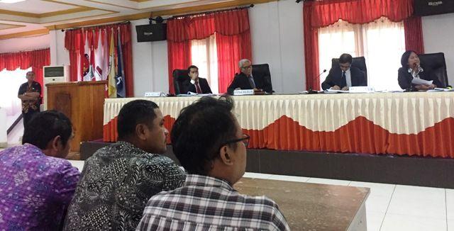 SIDANG: DKPP Saat menggelar sidang dugaan pelanggaran kode etik yang dilakukan Bawaslu Surabaya.