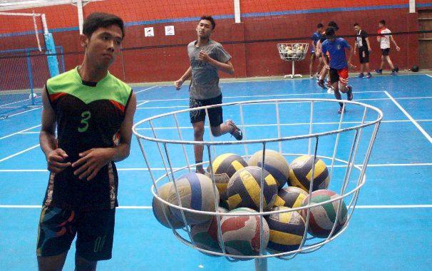 PERSIAPAN: Cabang bola voli yang menjadi andalan KONI Sidoarjo.