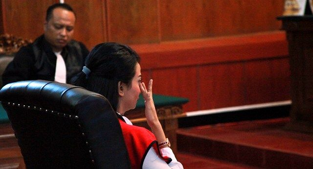 FINISH: Vanessa Angel saat menjalani sidang putusan di PN Surabaya, Rabu (26/6) lalu.