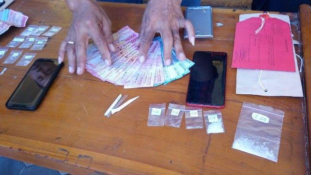 : Barang bukti sabu dan uang yang disita.