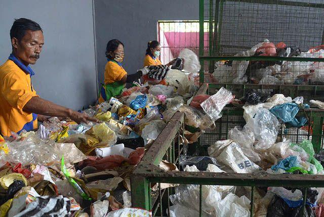 Pengolahan sampah DKRTH rumah kompos Jambangan, Surabaya