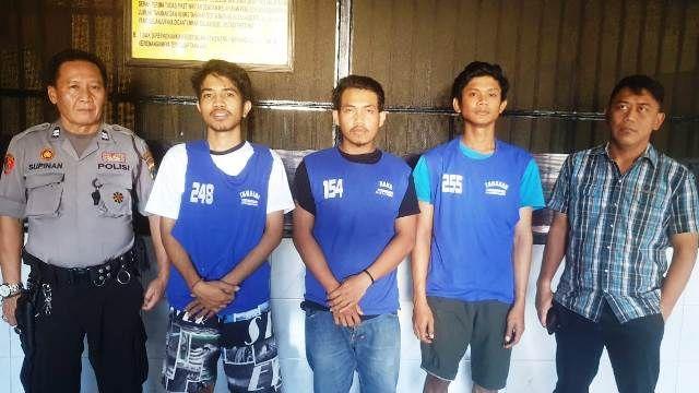 BATAL PESTA: Ketiga tersangka kini diamankan di Mapolrestabes Surabaya.