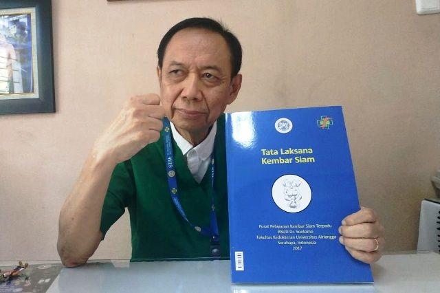 Kepala Tim Penanganan Kembar Siam RSUD dr Soetomo, dr Agus Hariyanto, SpA