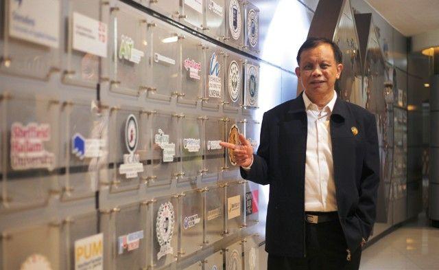 Rektor UK Petra Surabaya, Prof. Dr. Ir. Djwantoro Hardjito, M.Eng