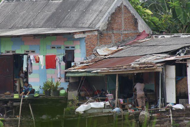 TIDAK HIGIENIS: Di Surabaya memang tidak ada desa tertinggal. Namun, kekumuhan yang menjadi ciri khas kemiskinan lumayan mudah ditemukan di Kota Pahla