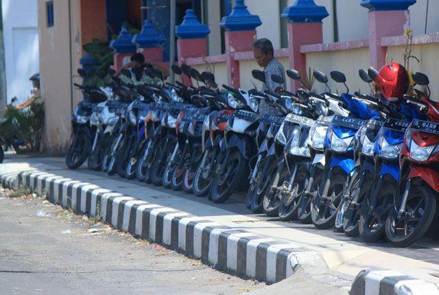 Ilustrasi Parkiran di Surabaya