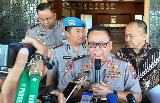 BURU DPO: Kapolda Irjen Pol Luki Hermawan saat konferensi pers di Polda Jatim.