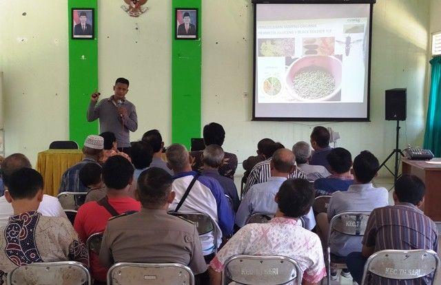 DAPAT MOTIVASI: Warga mengikuti bimtek terkait pelaksanaan Surabaya Smart City 2019 di aula kantor Kecamatan Tegalsari, Jalan Tanggulangin.