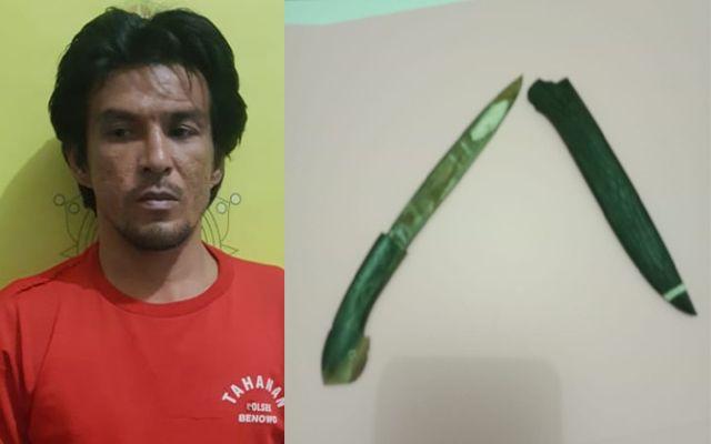 TERSANGKA: Dekky Posuma diamankan polisi beserta barang bukti sajam.