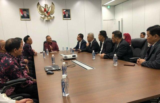 INVESTASI: Bupati Gresik Sambari Halim Radianto saat menggelar pertemuan dengan KJRI dan JIBA di Jepang,
