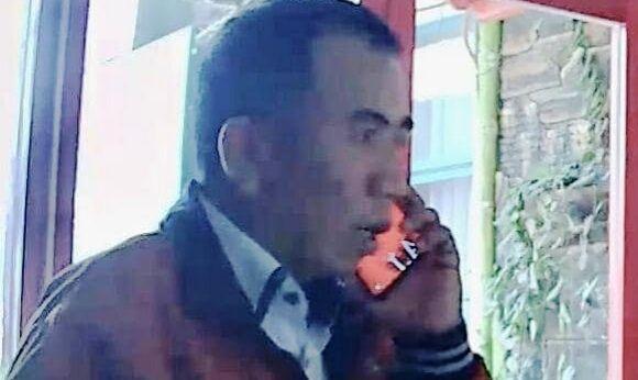 TERDUGA PELAKU: Seorang pria yang terekam CCTV dilaporkan telah mencuri HP.