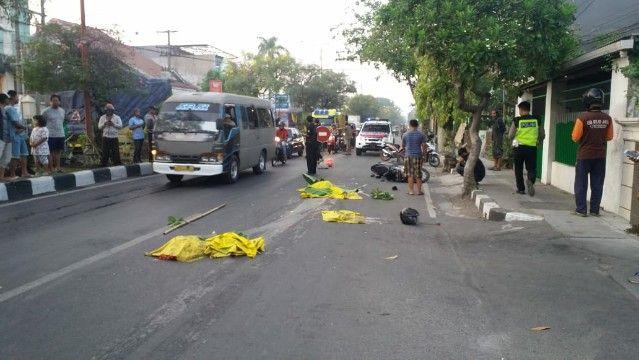 TEWAS: Tubuh korban sebelum dievakuasi ke rumah sakit.