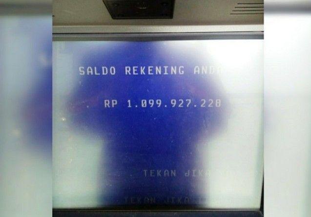 MISTERIUS: ATM bersaldo Rp 1,099 miliar saat dcek saldonya di mesin ATM.