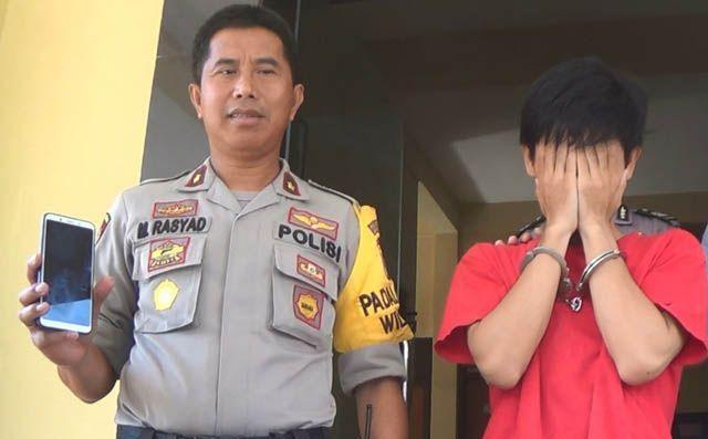 MALU: Kapolsek Wiyung Kompol M Rasyad menginterogasi tersangka Erick Dwi Guna Yulianto.