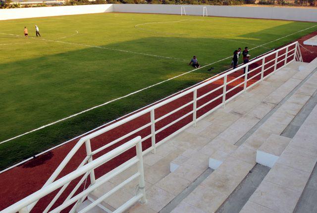 STANDAR INTERNASIONAL: Lapangan Gelora Putra Lakarsantri yang dibangun oleh Pemkot Surabaya, sebagai lapangan penunjang Stadion GBT jika terpilih seba