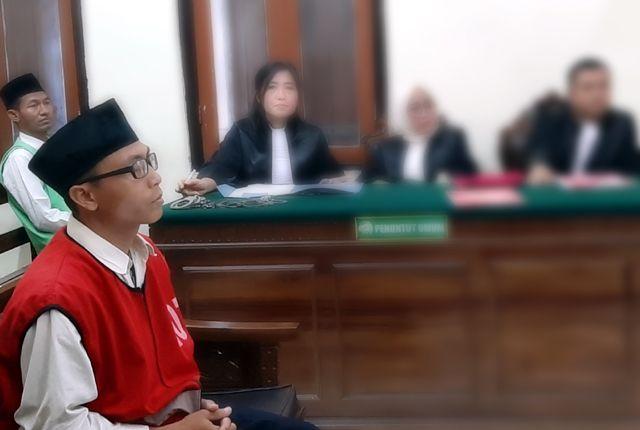 KEBERATAN: Terdakwa Rahmat Slamet Santoso mengaku keberatan terhadap vonis hakim.