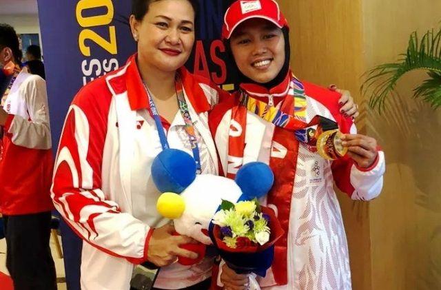 EMAS KEDUA: Dwi Cindy Desyana (kanan) raih emas dari dancesport nomor breakdance..