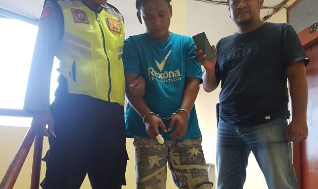 SIAL: Tersangka An Nur Iwan babak belur usai dihajar massa di Jalan Pacar Kembang, Surabaya.