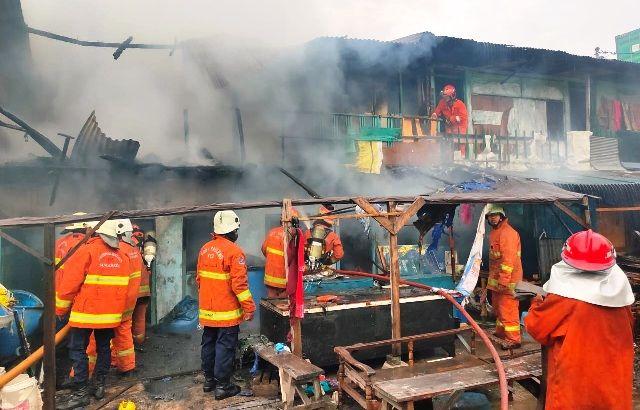 ASAP TEBAL: Tiga kontrakan yang terbakar diduga karena Korsleting Listrik.