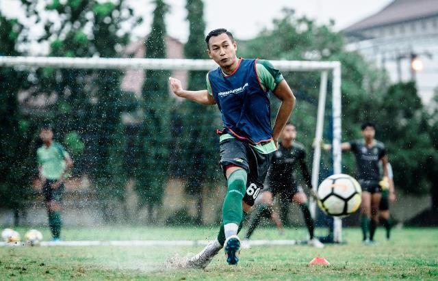 GABUNG: Hansamu Yama dan dua pemain timnas asal Persebaya sudah bergabung dan berlatih bersama tim dalam latihan menghadapi laga perdana Liga 1, Sabtu (29/2).
