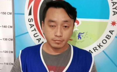 LEMAS: Tersangka Eko diamankan Satresnarkoba Polrestabes Surabaya.