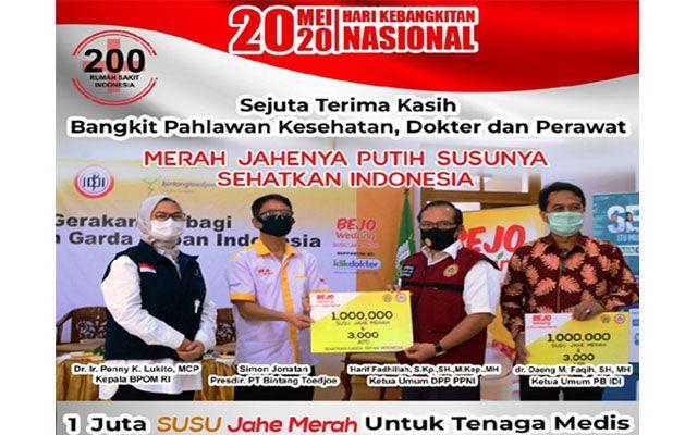 """KOMITMEN: Presiden Direktur PT Bintang Toedjoe Simon Jonatan (dua dari kiri) saat meluncurkan gerakan berbagi """"1 Juta Susu Jahe Merah Sehatkan Garda Depan Indonesia"""", Rabu (20/5)."""
