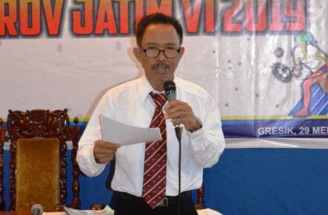 SERIUS: Suwarno menerangkan untuk program olahraga di Gresik