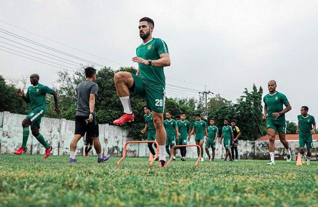 TETAP LATIHAN: Skuad Green Force Persebaya tetap menjalani latihan meskipun nasib kompetisi Liga 1 tidak jelas.