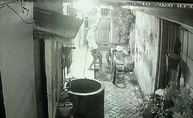 BROBOS PAGAR: Komplotan pencuri sepeda milik  Dimas Andrianto tampak masih remaja.
