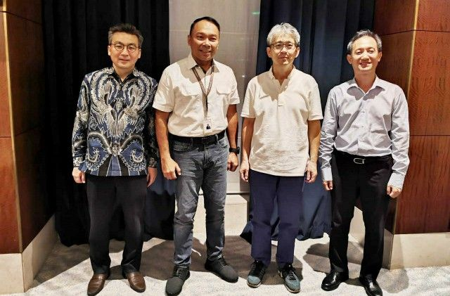 TOP LEADER: Dari kiri; Chief Strategic Officer KB Bukopin Ji Kyu Jang, Presdir Rivan A. Purwantono, Chief Risk Officer Jong Hwan Han, dan Chief Financial Officer Seng Hyup Shin berfoto bersama.