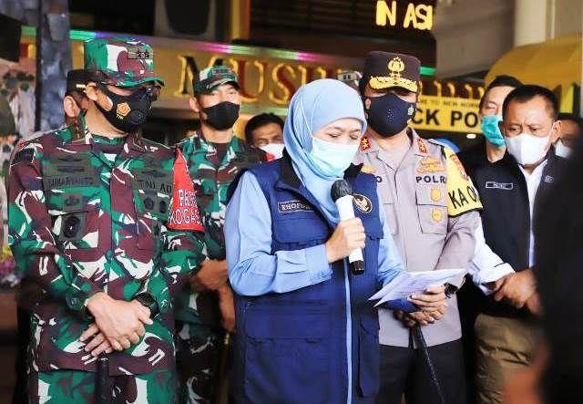 BRIEF: Gubernur Khofifah Indar Parawansa bersama Forkopimda Jatim memberikan keterangan pers perkembangan covid-19 di Jatim.