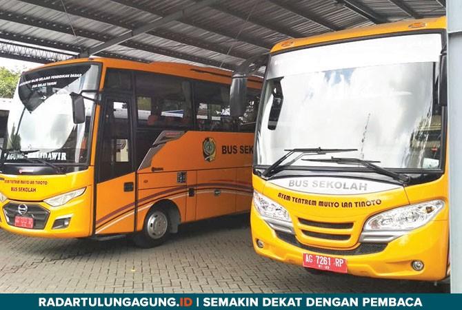 SELALU DIMINATI: Armada bus sekolah gratis berada di halaman kantor Dishub Tulungagung.