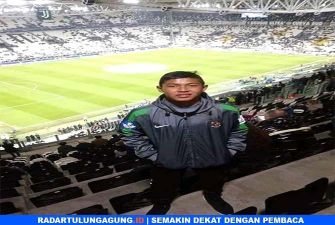 KESEMPATAN LANGKA: Natanael Yoga Setiawan saat berada di Juventus Stadium sebelum laga Juventus melawan Valencia dimulai.