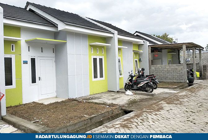 TETAP KUKUH: Perumahan bersubsidi di Desa Sambirobyong, Kecamatan Sumbergempol.