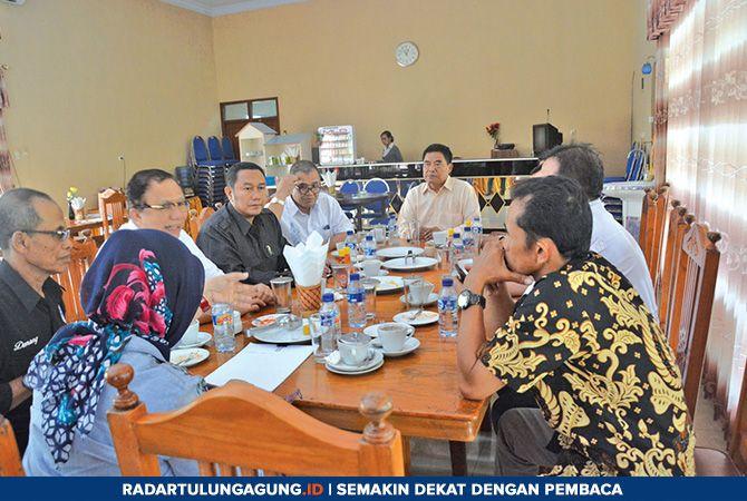 TERTUTUP: Sejumlah petinggi partai pengusung dan pendukung pasangan Emil Dardak dan Mochammad Nur Arifin sedang koordinasi untuk kali pertama, Rabu(23/1).