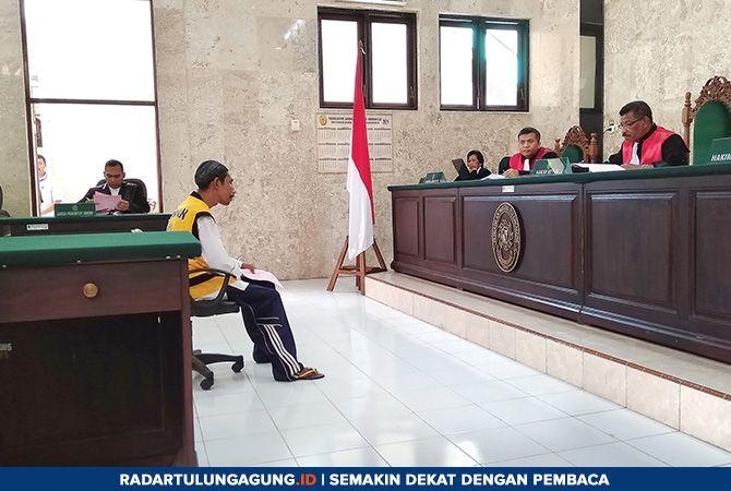 PERDANA: Sidang perdana kasus ujaran kebencian dengan terdakwa Rohmad Koerniawan, Senin (11/2)