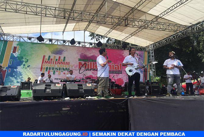 KOCAK: Komik Dodit Mulyanto juga Sukses membuat generasi millenial tertawa dengan guyonan khasnya, Minggu (10/3).