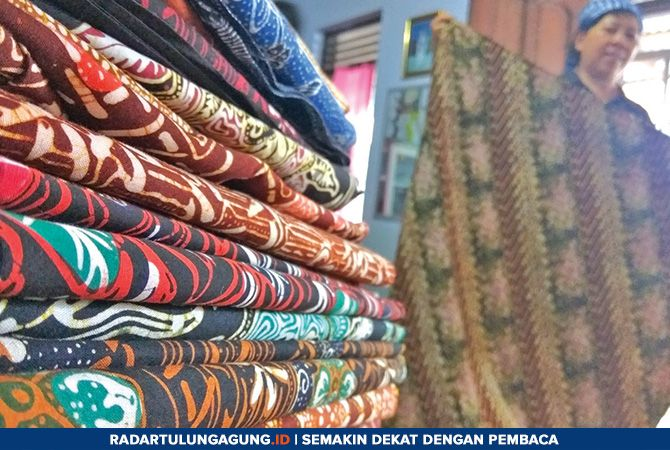 RAPI: Batik yang sudah kering  langsung dilipat