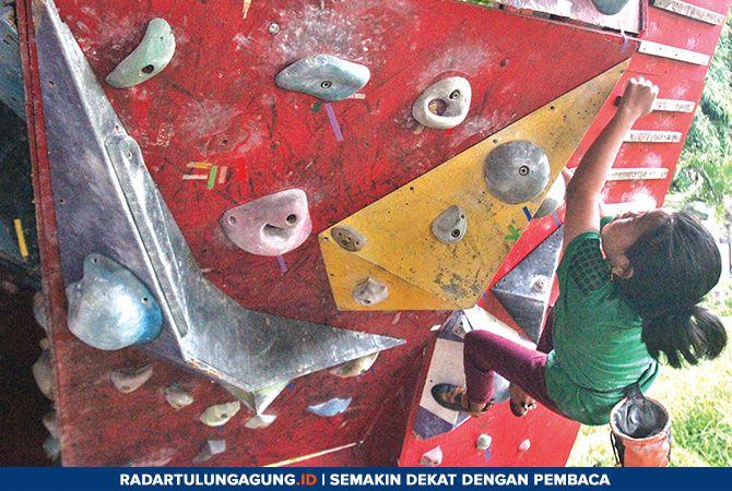 FOKUS: Atlet FPTI Kota Blitar menjalani latihan rutin di kawasan GOR Soekarno-Hatta, setiap akhir pekan.