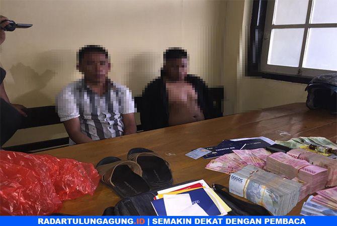 KAPOK : Dion Feri, 29 dan Taufik Sanjaya, 28, warga asal Kabupaten Rejang Lebong, Provinsi Bengkulu, pelaku pencurian.