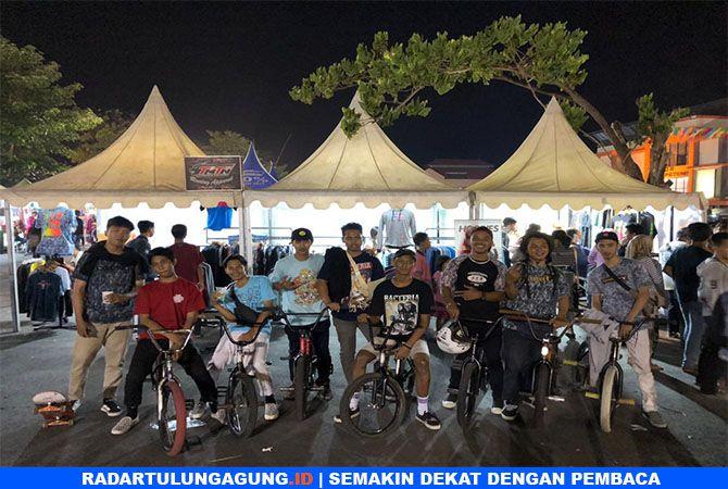 KOMPAK: Komuitas Natural Street Together (NST) BMX Tulungagung saat latihan bersama.