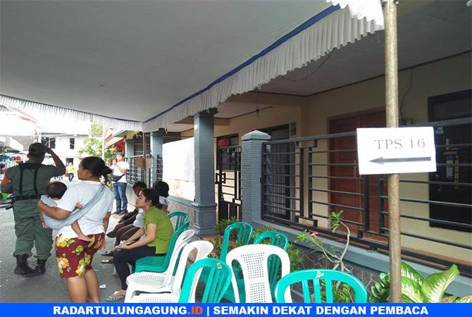 TKP : Lokasi penusukan di TPS 16 Kelurahan/Kecamatan Sukorejo, Kota Blitar, Rabu (12/4).