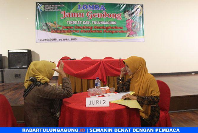 JURDIL : Dewan juri tes wawancara dengan peserta.
