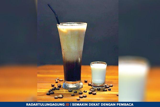 NIKMAT: Beragam pilihan rasa es kopi susu. Cocok dinikmati saat nongkrong bersama teman-teman.