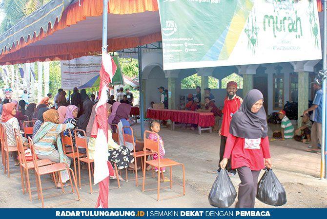 RAMAI: Masyarakat antusias adanya pasar murah.