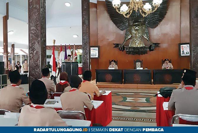 BERDEDIKASI: Bupati Rijanto sekaligus Ka Mabicab Gerakan Pramuka Kwarcab Kabupaten Blitar membuka pelaksanaan Rakercab 2019 kemarin (31/5).