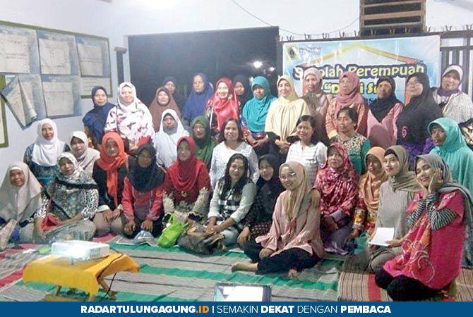 Sekolah Perempuan Dewi Sri, Ciptakan Produk Stik Sawi - Tempat Curhat