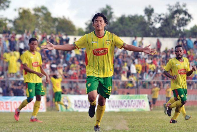 KEMENANGAN: Zidan Fahmi Abdillah melakukan selebrasi setelah berhasil mencetak gol di menit ke-49.