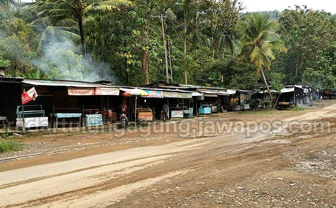 AMAN: Tempat pengasapan ikan di Desa Tasikmadu, Kecamatan Watulimo, yang tak jadi terdampak pembangunan JLS.
