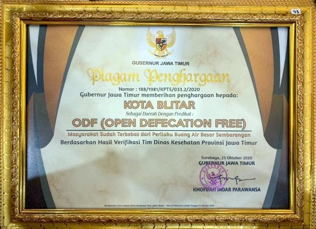 MEMBANGGAKAN: Piagam penghargaan ODF Kota Blitar.